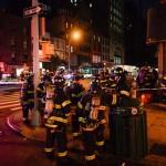 Petugas pemadam kebakaran memantau lokasi ledakan bom di Chelseam New York, Amerika Serikat, Senin (19/9/2016). (JIBI/Reuters/Rashid Umar Abbasi)