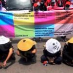 Pengunjuk rasa yang tergabung dalam Federasi Serikat Pekerja Metal Indonesia (FSPMI) dan Konfederasi Serikat Pekerja Indonesia (KSPI) berunjuk rasa di Semarang, Jawa Tengah, Kamis (29/9/2016). (JIBI/Solopos/Antara/Harviyan Perdana Putra)