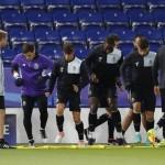Para pemain FC Porto Melakukan latihan. (Reuters / Carl Recine)