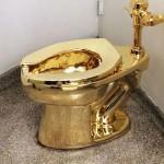 Toilet emas di musseum Guggenheim. (Newyorker.com)