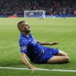 Islam Slimani merayakan gol. (Reuters / Carl Recine)