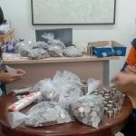Pegawai Diler Motor Hitung Uang Koin Rp1.000 (Okezone)