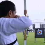 Presiden Jokowi memanah di Istana Negara (Youtube)