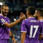 Para pemain Real Madrid saat merayakan gol. (REUTERS/Albert Gea)