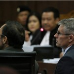 Michael Robertson (kanan), memberikan keterangan dalam sidang kasus dugaan pembunuhan berencana Wayan Mirna Salihin dengan terdakwa Jessica Kumala Wongso di Pengadilan Negeri Jakarta Pusat, Jakarta, Rabu (21/9/2016)..(JIBI/Solopos/Antara/Rivan Awal Lingga)