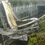 Jembatan Penyeberangan di Pasar Minggu Roboh, 3 Orang Tewas