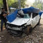 Espos/Kurniawan Mobil Mazda berpelat nomor AD 8557 OC ringsek setelah terguling di Jl. Lawu, Dusun Beran, Desa Salam, Kecamatan Karangpandan, Karanganyar, Jumat (23/9) dini hari. (Kurniawan/JIBI/Solopos)