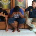 Dua pemuda yang merusak mobil dibawa di Mapolresta Kediri, Rabu (28/9/2016). (polreskedirikota.com)