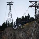 Setidaknya 33.000 orang terjebak di kereta gantung di French Alps (CNN)