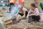 Ngatiyem (Kiri) dan Wagiyah (Kanan) saat mengikuti lomba ngeliwet yang menjadi salah satu rangkaian acara pameran keliling museum Vredenbreg di Desa Wisata Cabdaran, Kebonagung, Imogiri, Pada Kamis (1/9/2016) (Irwan A. Syambudi/JIBI/Harian Jogja)