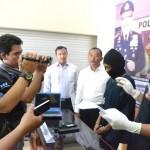 Aparat Polresta Madiun saat menggelar jumpa pers mengenai kasus pendahan hasil curian di Mapolresta Madiun, Senin (26/9/2016). (Istimewa)