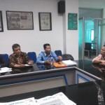 Tiga perwakilan Paguyuban Negara Republik Indonesia berbincang dengan Redaktur Pelaksana Solopos. Abu Nadif di Griya Solopos, Jumat (2/9/2016) . (Anik Sulistyawati/JIBI/Solopos)