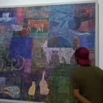 Seorang pengunjung melihat salah satu karya lukisan yang dihasilkan puluhan perupa muda di Bale Banjar Sangkring Art Space, Kasihan, Bantul, Sabtu (10/9/2016). (Bhekti Suryani/JIBI/Harian Jogja)