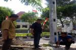 Anggota DPRD Kota Jogja menunjukan tower telekomunikasi yang dibangun tanpa izin di Jalan Ipda Tut Harsono (Ujang Hasanudin/JIBI/Harian Jogja)