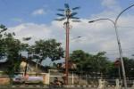 Menara telekomunikasi yang dibangun di Jalan Batikan, Umbulharjo, Jogja, tampak menerupai pohon kelapa, (Foto diambil Senin (5/9/2016) (Ujang Hasanudin/JIBI/Harian Jogja)