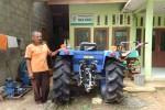 Traktor roda empat bantuan dari Kementerian Pertanian mangkrak tak difungsikan sejak 2015 silam. Kelompok tani serta pemerintah berkilah bahwa alat tersebut belum dirakit lengkap sehingga belum bisa digunakan, Girinyono, Sendang Sari, Pengasi, Jumat (2/9/2016).( Sekar Langit Nariswari /JIBI/Harian Jogja)