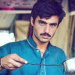 Penjual Es Teh Ganteng Asal Pakistan Bikin Heboh