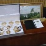 Barang-barang pemberian pengusaha asal Rusia yang diserahkan Presiden Jokowi kepada KPK (Setkab.go.id)