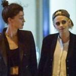 Duh, Kristen Stewart Lagi-Lagi Cium Pacar Lesbinya di Depan Publik