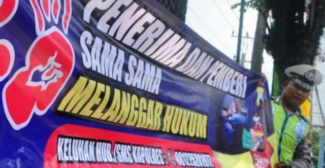 Ilustrasi spanduk kampanye anti-pungli yang direntang polisi dan dinilai menyesatkan masyarakat. (JIBI/Solopos/Antara/Aloysius Jarot Nugroho)