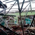 BENCANA SOLO : Penuwun Rapuh, Atap 2 Rumah di Gandekan Ambruk