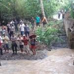 BANJIR WONOGIRI : Pohon Besar Tumbang Saat Banjir, Eromoko Masih Tergenang