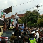 UNJUK RASA SOLO : Ratusan Orang Demo di Mapolresta, Jl. Adisucipto Ditutup