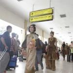 HARI BATIK : Fashion Show di Bandara Adisutjipto Sampaikan Batik Bisa Dipakai untuk Travelling