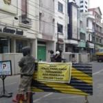 INFRASTRUKTUR SOLO : Batasi Lalu Lintas, Petugas Dishubkominfo Berjaga di Jl. Gatsu
