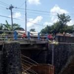 INFRASTRUKTUR SUKOHARJO : Sedang Direhab, Jembatan Bulu Ambrol