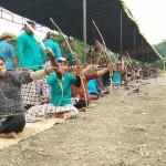 Peserta Lomba Jemparingan saat mengikuti lomba di lapangan kawasan wisata Banyunibo, Cepit, Bokoharjo, Prambanan Sleman, Minggu (23/10/2016). (Yudho Priambodo/JIBI/Harian Jogja)