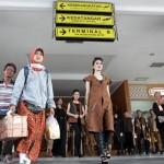 HARI BATIK NASIONAL : Angkasa Pura I Beri Kejutan Penumpang di Bandara