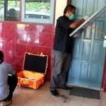 Petugas kepolisian dari Polsek Temon melakukan olah TKP pencurian di SD Negeri Glagah, Temon pada Kamis (20/10/2016) pagi. (Sekar Langit Nariswari/JIBI/Harian Jogja)
