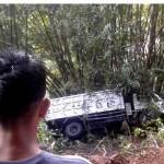 KECELAKAAN KULONPROGO : Truk Terjun ke Jurang  20 Meter di Pegunungan Menoreh