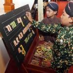 FOTO KONGRES BAHASA JAWA : Tahukah Cara Menulis Namamu dalam Aksara Jawa?