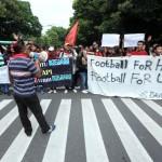 DUKUNGAN SUPORTER : Pasoepati Gelar Aksi Solidaritas untuk Persebaya