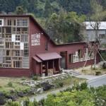 KISAH INSPIRATIF: Warga Kota Ini Bikin Bangunan dengan Bahan Daur Ulang Sampah