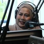 KABAR ARTIS : Sibuk Manggung, Dewi Yull Tetap Bersedia Jadi Jurkam