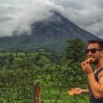 Foto Phil Duncan makan pizza di Costa Rica (Instagram @phil.cuncan)