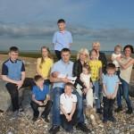 Keluarga Mandy dan Nathan dengan 12 Anaknya (Dailymail)