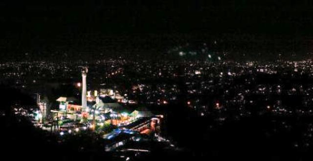 Panorama Kota Semarang dipandang dari Bukit Gombel (Twitter.com)