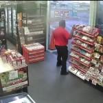 Penjaga toko gagalkan perampokan menggunakan permen (Youtube)
