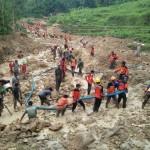 Ratusan sukarelawan mencari dua korban tanah longsor di Dukuh Tegalsari, Dusun Bulurejo, Desa/Kecamatan Karangpandan, Karanganyar, Rabu (30/11/2016). (Burhan Aris Nugraha/JIBI/Solopos)