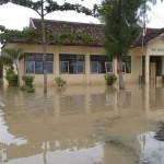 Akibat hujan deras, SMK N 1 Temon direndam banjir setinggi 30 cm, Rabu (30/11/2016). (Sekar Langit Nariswari/JIBI/Harian Jogja)