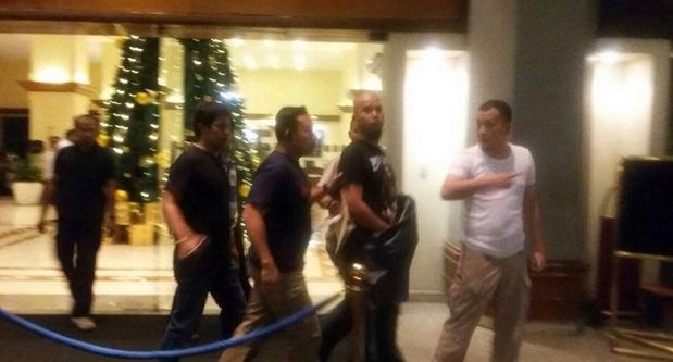 Foto diduga penangkapan Ahmad Dhani yang beredar di media sosial. (Istimewa/Twitter)