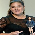 Ashley Graham dan boneka Barbie versi dirinya (Dailymail)