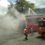Bus Langsung Jaya nyaris terbakar, Kamis (22/12/2016), (Facebook/Ryan Go Wong)