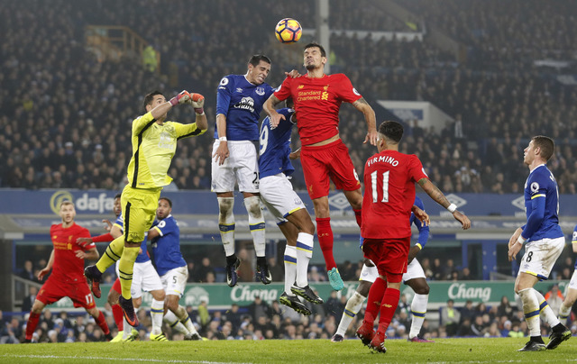 Everton vs Liverpool (Reuters / Carl Recine)