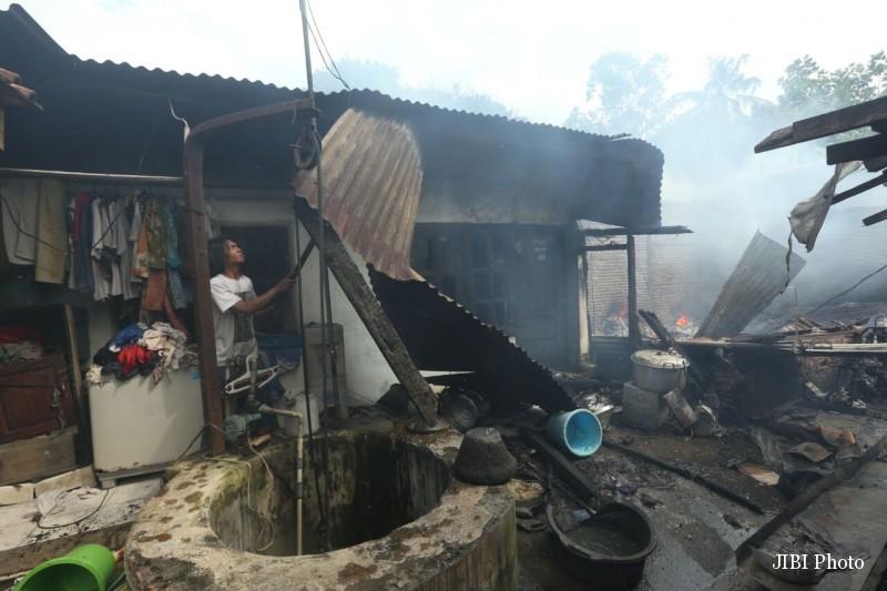 Kebakaran di RT004/RW001 Kampung Tumenggungan, Kelurahan Timuran, Kecamatan Banjarsari, Solo, Jumat (23/12/2016). (Nicoalus Irawan/JIBI/Solopos)