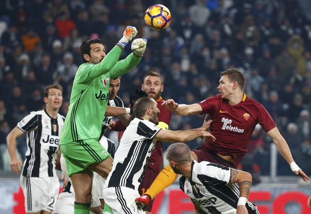 Juventus vs AS Roma (REUTERS/Tony Gentile)